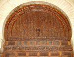 باب خشبي محفور في مسجد عقبة في القيروان-تونس